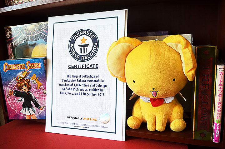 Peruana Sofía Pichihua obtiene récord Guinness por la mayor colección de CardCaptor Sakura del mundo.