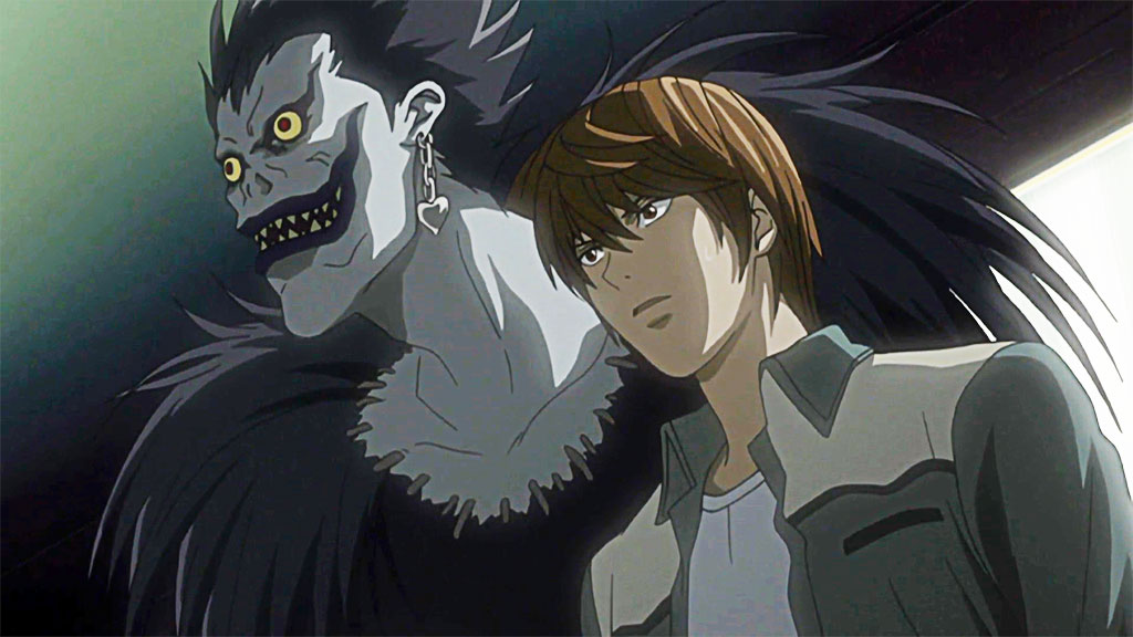 Light Yagami con Ryuk, afuera del hospital.
