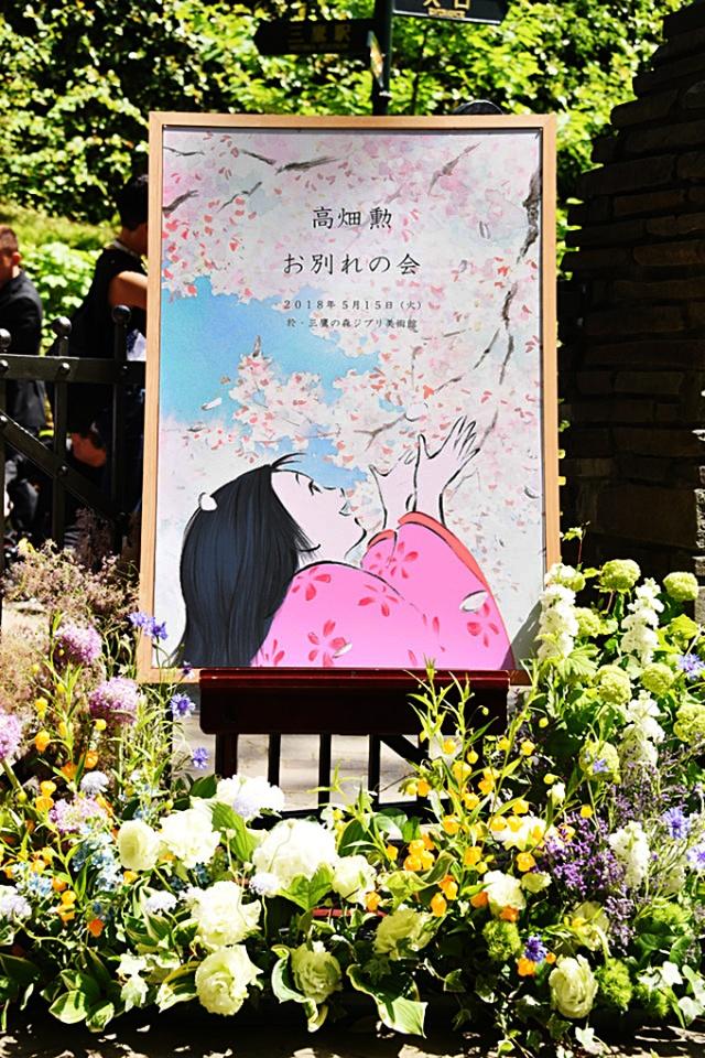 Algunas de las ofrendas conmemorativas a Isao Takahata.